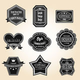 Siluetee el vintage y las insignias retras diseñan con el texto de la muestra (vec ilustración del vector
