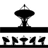 Siluetee la antena parabólica   Imagen de archivo