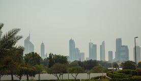 Siluets dei grattacieli nel Dubai Immagine Stock