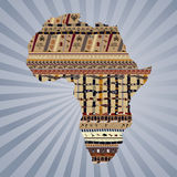 Siluetta astratta dell'Africa con le pitture tradizionali Immagini Stock