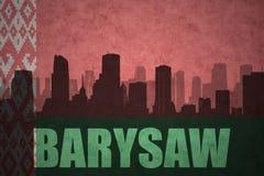Siluetta astratta della città con testo Barysaw alla bandiera d'annata della Bielorussia Fotografia Stock Libera da Diritti