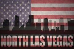 Siluetta astratta della città con testo Las Vegas del nord alla bandiera americana d'annata Fotografia Stock