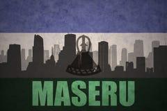 Siluetta astratta della città con testo Maseru alla bandiera d'annata del Lesoto fotografia stock