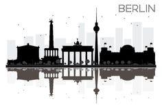 Siluetta in bianco e nero dell'orizzonte di Berlin City con le riflessioni Fotografia Stock Libera da Diritti