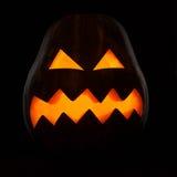 Siluetta d'ardore della zucca di Halloween su fondo nero Immagini Stock