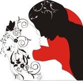 Siluetta degli amanti in fiori immagini stock libere da diritti