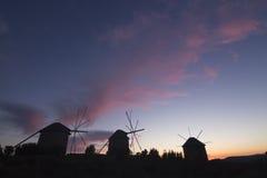 Siluetta dei mulini a vento Fotografia Stock