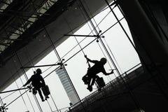 Siluetta dei pulitori di finestra Fotografia Stock Libera da Diritti