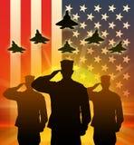 Siluetta dei soldati degli Stati Uniti salutati Fotografie Stock Libere da Diritti