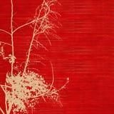 Siluetta del fiore su documento handmade costolato rosso immagine stock libera da diritti
