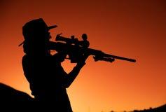 siluetta del fucile all'aperto fotografia stock