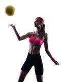 Siluetta del giocatore della palla di pallavolo della spiaggia della donna Fotografia Stock
