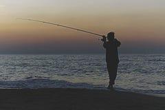 Siluetta del pescatore fotografie stock