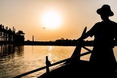 Siluetta del ponte di U Bein, Myanmar Fotografie Stock