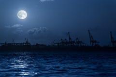 Siluetta del porto alla notte Fotografia Stock
