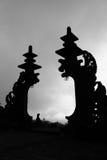 Siluetta del portone del tempio dell'Indonesia Bali, Besakih Fotografia Stock Libera da Diritti