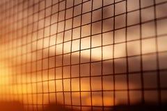 Siluetta del recinto del ferro con il fondo di tramonto Fotografie Stock Libere da Diritti