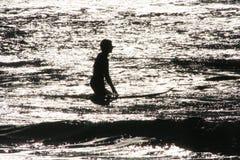 Siluetta del surfista Immagine Stock