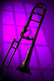 Siluetta del Trombone sulla porpora Fotografie Stock