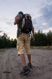 Siluetta del turista e di bello paesaggio Immagini Stock Libere da Diritti