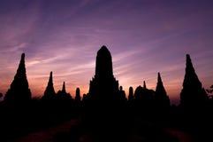 Siluetta del wat Chaiwatthanaram del vecchio tempio della provincia di Ayuthaya Fotografia Stock Libera da Diritti