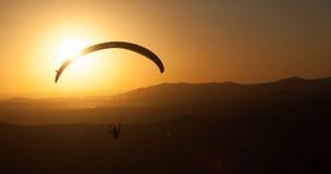 Siluetta dell'aliante al tramonto Fotografie Stock