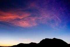 Siluetta dell'alta montagna Fotografie Stock