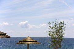 Siluetta dell'ombrello sulla spiaggia Fotografia Stock