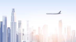 Siluetta dell'orizzonte dell'aereo di volo di paesaggio urbano di vista del grattacielo della città con lo spazio Infographics de Immagine Stock Libera da Diritti