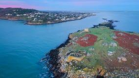Siluetta dell'uomo Cowering di affari rovine Isola di Dalkey dublino l'irlanda Fotografia Stock Libera da Diritti