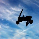 Siluetta dell'uomo di salto Fotografia Stock