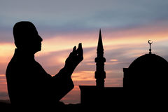 Siluetta dell'uomo musulmano Fotografia Stock