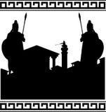 Siluetta della città antica e dei guardiani Immagini Stock Libere da Diritti