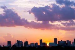 siluetta della città di Bangkok di paesaggi urbani sul fondo del cielo di tramonto, Immagine Stock Libera da Diritti