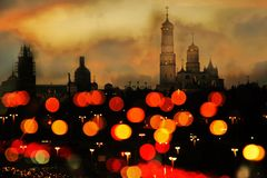 Siluetta della città di Mosca Cremlino di Mosca alla notte immagini stock libere da diritti
