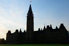 Siluetta della costruzione della collina del Parlamento Fotografia Stock Libera da Diritti
