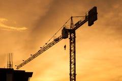Siluetta della costruzione di edifici sulla sera Immagine Stock Libera da Diritti