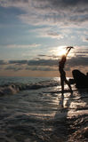 Siluetta della donna dal mare Immagine Stock