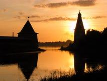 Siluetta della fortezza e del tramonto Fotografie Stock
