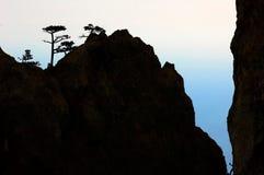Siluetta della montagna della roccia Fotografia Stock Libera da Diritti