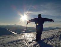 Siluetta della montagna e della gente di inverno Fotografia Stock Libera da Diritti