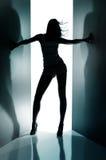 Siluetta della ragazza di dancing Fotografie Stock Libere da Diritti