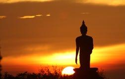 Siluetta della statua del buddha immagini stock libere da diritti