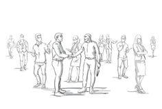 Siluetta della stretta di mano di due uomini di affari sopra la folla del gruppo delle persone di affari, capo Shaking Hands degl illustrazione di stock