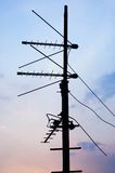 Siluetta delle antenne di televisione sul tetto? Fotografia Stock Libera da Diritti