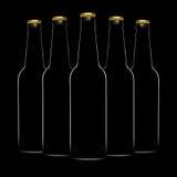 Siluetta delle bottiglie di birra isolate su fondo nero Immagini Stock