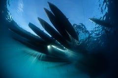Siluetta delle canoe di riparo in Melanesia immagine stock