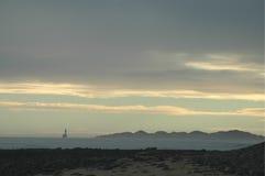 Siluetta delle dune di sabbia e del faro Immagini Stock
