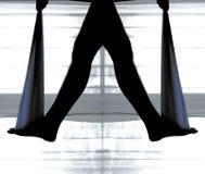 Siluetta delle gambe che fanno che allunga Immagini Stock
