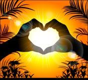 Siluetta delle mani che fanno un cuore Immagini Stock Libere da Diritti